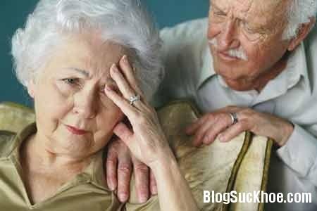 nguoi cao tuoi2 Nguyên nhân và biểu hiện của bệnh Alzheimer