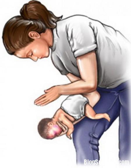be2 Mẹ cần biết khi bé bị sặc sữa, sặc cháo
