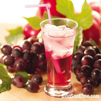 nuoc nho 8 thực phẩm chống khó chịu do rượu