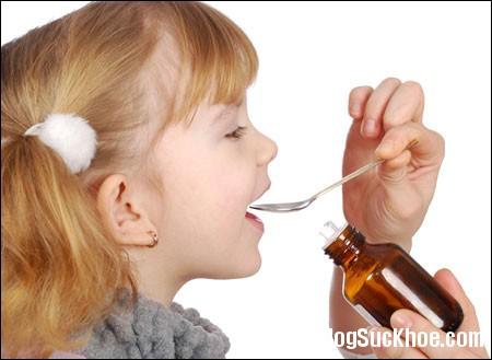 thuoc Sai lầm phổ biến khi cho con uống thuốc