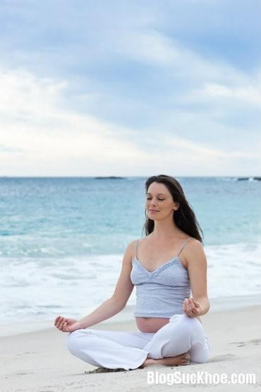 me bau Những tư thế yoga giúp mẹ bầu thoải mái trong thai kỳ