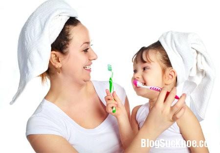danh rang 5 thói quen xấu không tốt cho răng của bé
