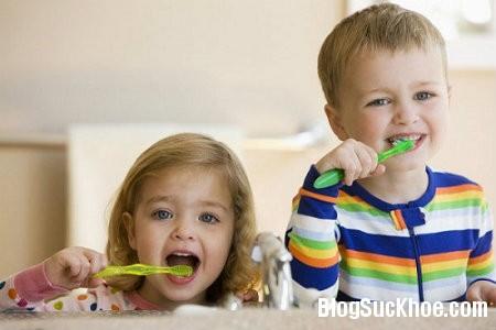 danh rang1 Tìm hiểu cách phòng sâu răng cho trẻ