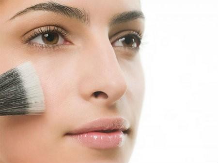 phan phu Một số cách trang điểm cho da dầu bớt bóng nhờn