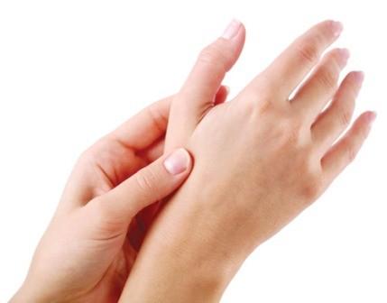 tay Những vấn đề lưu ý khi bị tê tay