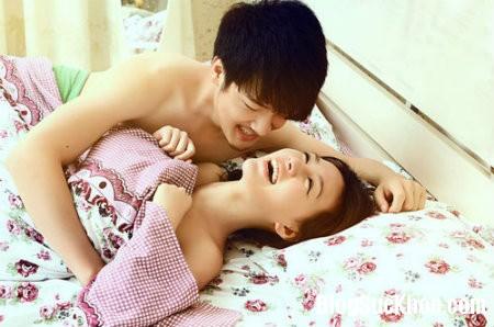 """yeu53 Tư thế """"yêu"""" lý tưởng cho đêm tân hôn"""