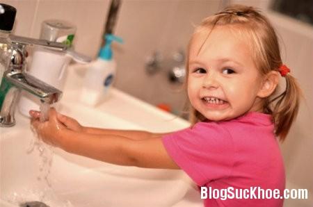 be2 5 điều mẹ cần làm khi bé bị đau mắt đỏ