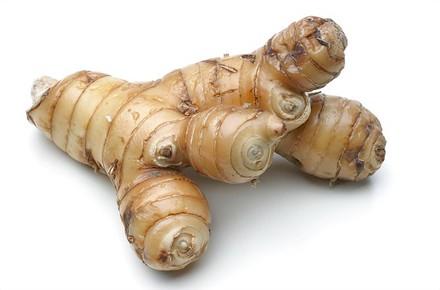 rieng Bài thuốc trị đau bụng, nôn ói từ củ riềng