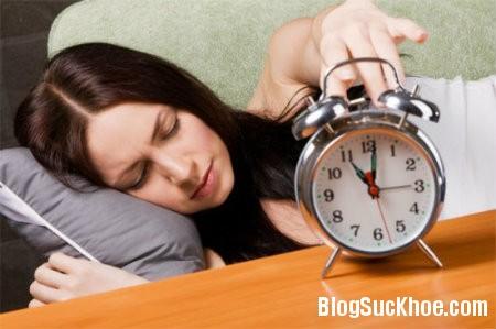 sang 5 thói quen có hại vào buổi sáng