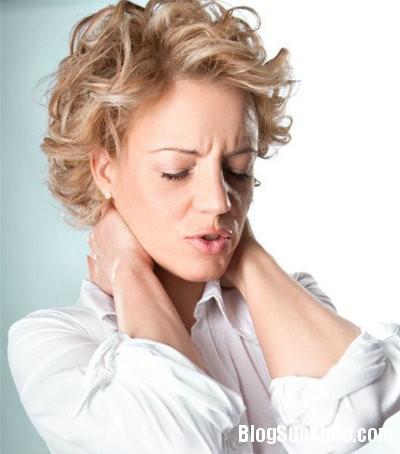dau co 4 thói quen xấu gây đau nhức cổ