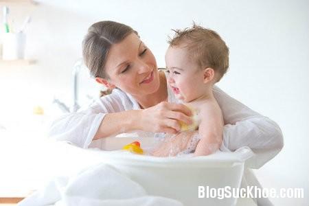 tam11 Các bước hướng dẫn tắm cho trẻ sơ sinh