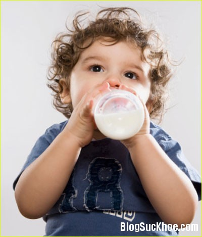 1274 Những sai lầm cần tránh khi cho trẻ uống sữa