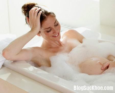 184 Những nguyên tắc mẹ bầu cần nhớ khi tắm vào mùa đông