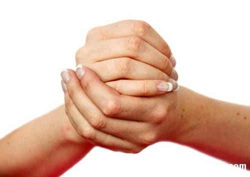 118 Những nguy hiểm tiềm ẩn khi bẻ đốt ngón tay