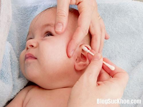 212 7 điều lưu ý khi vệ sinh tai cho bé