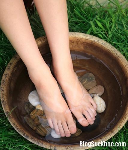 140 Ngâm chân   lợi chân, lợi toàn thân
