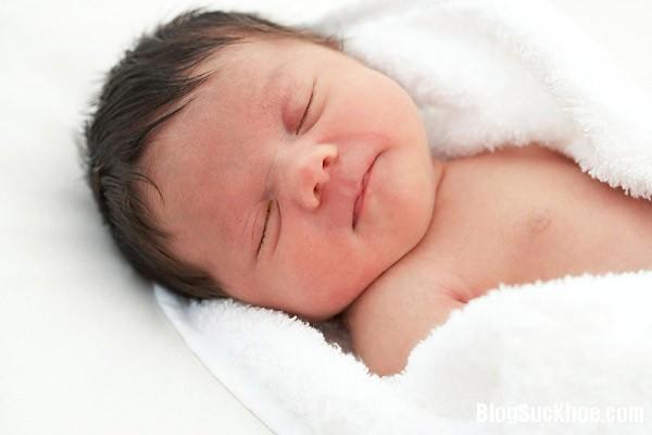 129 Cắt lông mi cho trẻ: Lợi ít hại nhiều