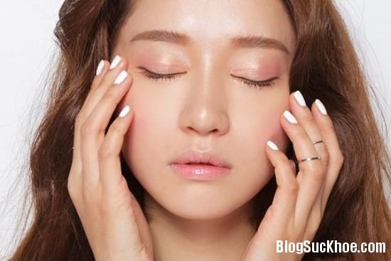 192 Sử dụng kem dưỡng mắt như thế nào cho đúng?