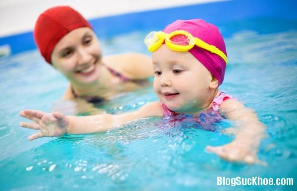 1328 Độ tuổi nào thích hợp cho trẻ học bơi?