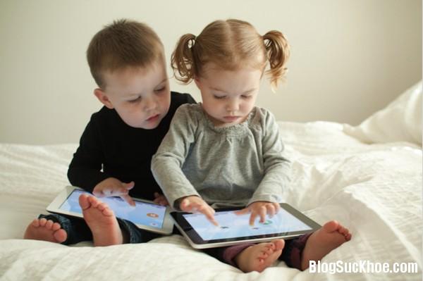 1261 Lý do bố mẹ không nên cho trẻ dùng smartphone