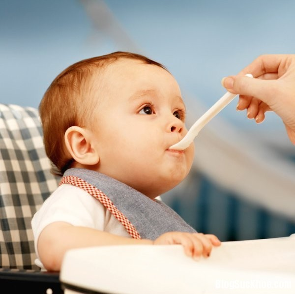 1165 Thời điểm vàng cho bé ăn váng sữa tốt nhất
