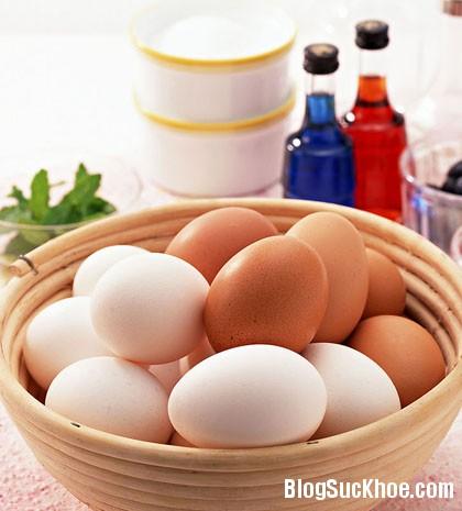 1284 Trứng gà màu trắng hay trứng gà màu nâu bổ hơn?