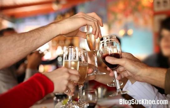 1392 Cách sơ cứu khi ngộ độc rượu