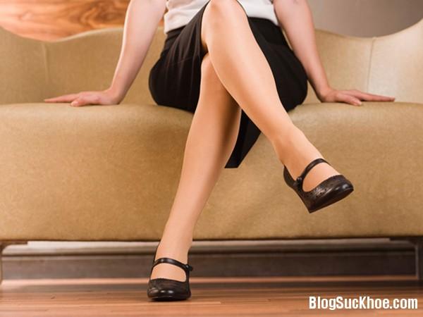 1409 5 lý do bạn không nên ngồi vắt chéo chân