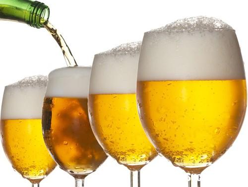 uong bia 2 9 6 2017 Ngày nóng uống cốc bia giải nhiệt có thể làm tăng nguy cơ suy giảm não bộ