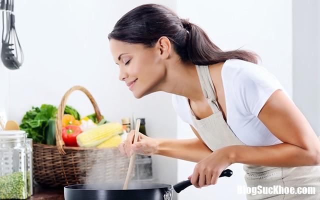 bua com gia dinh 5 Phụ nữ cứ nấu ăn thế này có nguy cơ mắc ung thư phổi cao hơn hút thuốc gấp nhiều lần