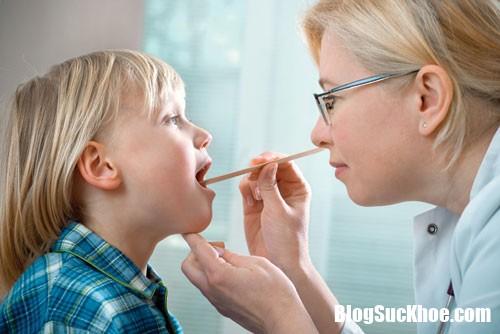 cham soc xu tri dung khi viem mui hong cap 1461055584 Chăm sóc cho trẻ bị viêm mũi họng hiệu quả và hợp lý nhất