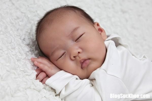 tre tho kho khe sleeping baby wimbledon photographers 1504781898 width600height400 Cách xử lý khi trẻ sơ sinh bị khò khè