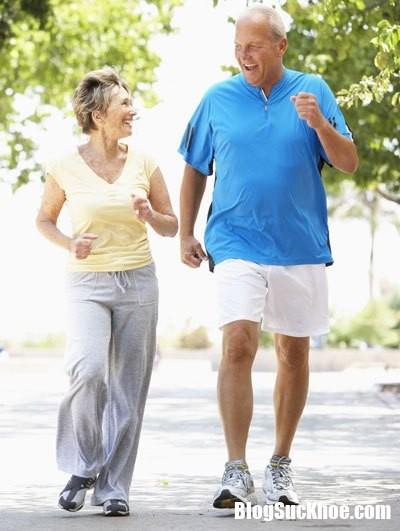 phuong phap giup giam dau tim o nguoi cao tuoi 1.png Thường xuyên đi bộ tập thể dục giúp người cao tuổi bớt đau tim
