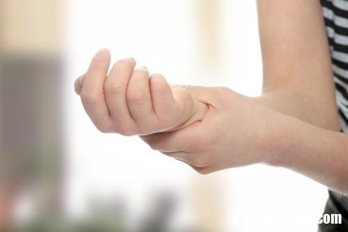 te chan 251715586 Những bài tập chữa bệnh tê bì tay chân
