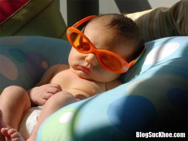 tam nang cho tre so sinh dung phuong phap 2 Cách tắm nắng cho trẻ sơ sinh đúng cách để hấp thu vitamin D tốt nhất