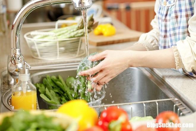 photo 1 15507329504791937858905 Làm gì để giảm vi khuẩn gây bệnh từ thực phẩm?