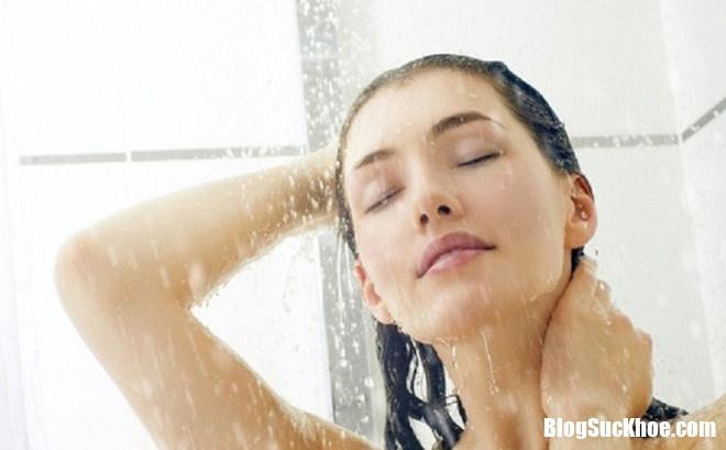 """photo1551358965399 1551358965812 crop 1551359001025944998803 Ngay sau khi """"yêu"""" tuyệt đối không tắm nước lạnh, vì sao vậy?"""