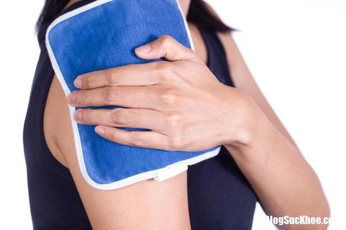 2 these home remedies will help you shrug off shoulder pain 133731656 Chườm nóng, chườm lạnh và những biệp pháp chữa đau vai