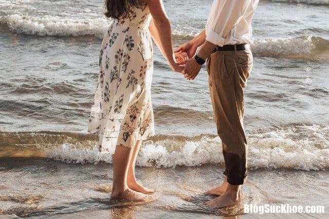 di bo bang chan tran 1 Những lợi ích không thể ngờ khi bạn đi bộ bằng chân trần
