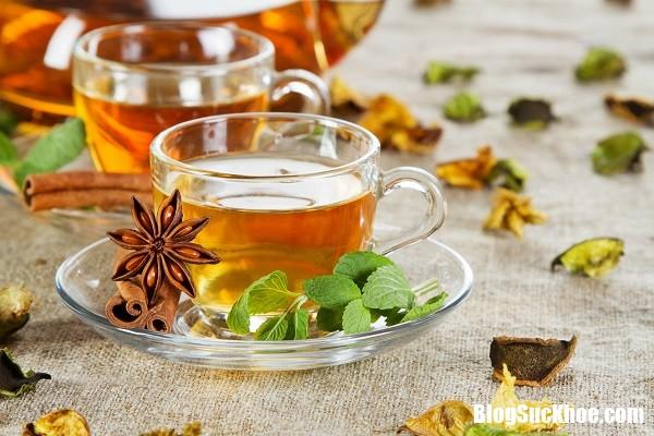 loi ich cho suc khoe den tu tra thao moc Suýt bị chết vì thói quen uống trà thảo dược hằng ngày